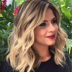 The Top 20 Shoulder Length Haircuts for Wavy Hair 2018 Blonde With Dark Roots, Brown Blonde Hair, Cute Shoulder Length Haircuts, Medium Hair Styles, Curly Hair Styles, Baliage Hair, Haircuts For Wavy Hair, Lace Hair, Hair 2018