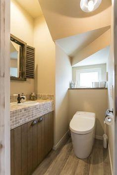 トイレ - LDKにキッズスペースのあるプロヴァンススタイルの家: ジャストの家が手掛けたtranslation missing: jp.style.洗面所-お風呂-トイレ.mediterranean洗面所/お風呂/トイレです。 Room Under Stairs, Bathroom Vanity Designs, Micro Apartment, Powder Room, Sweet Home, House Design, Mirror, Architecture, Furniture