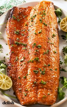 Spicy-Sweet Honey Sriracha Salmon Is A Major Crowd-PleaserDelish Salmon Recipes, Fish Recipes, Seafood Recipes, Dinner Recipes, Cooking Recipes, Healthy Recipes, Dinner Ideas, Sriracha Recipes, Recipies