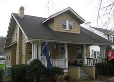 Sears Vallonia in Charleston. Porch Railing Designs, Craftsman Style Porch, Charleston Wv, Kit Homes, Exterior Design, Victorian, 1920s, Outdoor Decor, Modern