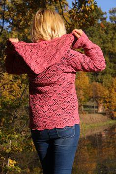 Szydełkowy sweterek z kapturem
