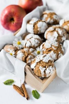 biscotti morbidi mela e cannella Biscotti Cookies, Crinkle Cookies, Yummy Cookies, Indian Food Recipes, Italian Recipes, East Indian Food, Cake & Co, Cookie Recipes, Food To Make