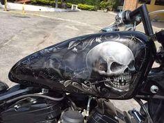 skull on motorcycle tank Harley Davidson Art, Davidson Bike, Custom Motorcycle Paint Jobs, Pinstriping Designs, Motorcycle Tank, Bike Art, Bike Design, Cool Bikes, Oeuvre D'art