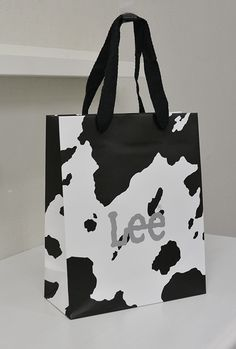 Lee Shopping Bag Luxury Packaging, Bag Packaging, Packaging Design, Gift Box Design, Tag Design, Print Design, Shoping Bag, Shopping Bag Design, Paper Bag Design