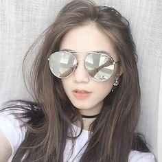 Các kiểu nhuộm tóc màu nâu vàng ánh rêu hot trend 2018 - Thuốc nhuộm tóc cao cấp bền màu Ombre Hair Color, Hair Colors, Female Stars, Aesthetic Girl, Mirrored Sunglasses, Hot Girls, Cool Hairstyles, Short Hair Styles, Hair Beauty