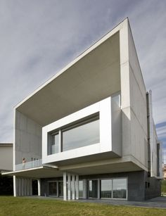 Casa Lorenzo / Juan M. Otxotorena - great lines and #contemporary #architecture in this #home in Spain