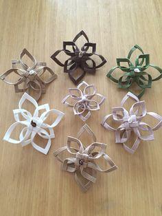 お花のオーナメントを作ってみました。ちょこっと飾るとどこでもオシャレに大変身!吊り下げ用のクラフトテープもお付けします。 ベージュ✖️2 茶 ✖️2 それぞれ20cm 白 ✖️2玄関、部屋の入口...