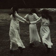 Dark Autumn aesthetic for Dark Witch, White Witch, Gothic Aesthetic, Witch Aesthetic, Witch Photos, Arte Obscura, American Gothic, Southern Gothic, Season Of The Witch