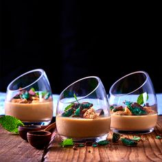 These easy peppermint crisp panna cottas take the flavour of the all-time favourite tart and turn it into an elegant dinner party dessert. Tart Recipes, Sweet Recipes, Dessert Recipes, Yummy Recipes, Peppermint Crisp Tart, Caramel Treats, Dinner Party Desserts, Dessert Shots, Elegant Dinner Party