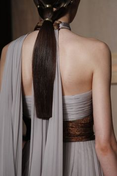 Valentino Fall 2016 Couture Fashion Show Details Style Couture, Couture Details, Couture Fashion, Vogue Paris, Fashion Week, Fashion Show, Ladies Fashion, High Fashion, Couture Collection