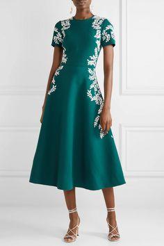 Oscar de la Renta Embroidered wool-blend crepe midi dress the urge US - 17 midi dress 2019 ideas Oscar Dresses, Day Dresses, Formal Dresses, Hijab Fashion, Fashion Dresses, Midi Dress Sale, Midi Skirt, Looks Chic, Luxury Fashion