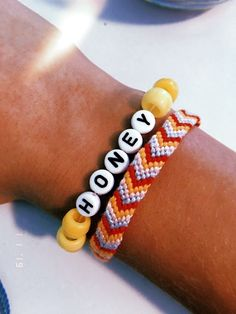 The Easiest Place to Buy Floss for Bracelets - Design & Roses Pony Bead Bracelets, Cute Friendship Bracelets, Friendship Bracelet Patterns, Pony Beads, Gold Bracelets, Gold Earrings, Chain Earrings, Macrame Bracelets, Ankle Bracelets