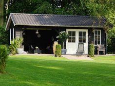 7. Zwart tuinhuis met veranda en terrasdeuren 28m2