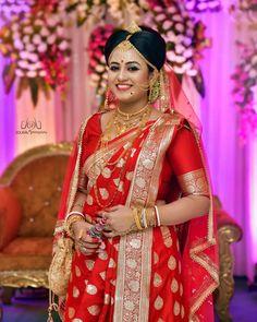 Bengali Bridal Makeup, Bridal Hairstyle Indian Wedding, Indian Bridal Outfits, Bridal Wedding Dresses, Cheap Wedding Dress, Saree Wedding, Bengali Bride, Bengali Wedding, Hindu Bride