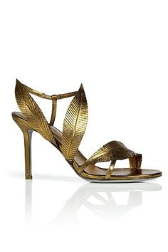 sergio rossi This would look good with the right toga outfit. Zapatos Shoes, Shoes Sandals, Gold Sandals, Pretty Shoes, Beautiful Shoes, Crazy Shoes, Me Too Shoes, Sergio Rossi Shoes, Mode Shoes
