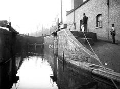 Canal workers and a canal horse on the towing path of The Regent's Canal in front of Mare Street bridge londoncanalmuseum copy Regents Canal, London Pictures, Canal Boat, Narrowboat, Antique Photos, Old Town, Paths, British, Horses