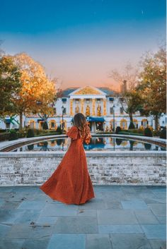 Instagrammable Places in Williamsburg | Visit Williamsburg Williamsburg Inn, Gloucester Street, Colonial Architecture, White Barn, Believe In Magic, Instagram Worthy, Beautiful Places To Visit, Weekend Trips, Plan Your Trip