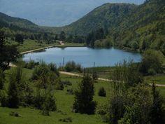 Şirinyazı Göleti: Mengen İlçesinin 16 km. kuzeydoğusundaki Bürnük Köyü yakınında bulunmaktadır. Piknik ve kamp yapmak için uygundur. Önceki yıllarda çevresinde gençlik kampları düzenlenmiştir. (Bolu, Türkiye)
