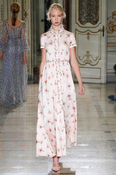 Luisa Beccaria - Spring Summer 2016 Ready-To-Wear - Shows - Vogue. Luisa Beccaria, Beautiful Dresses, Nice Dresses, Summer Dresses, Podium, Vogue, Haute Couture Style, Milano Fashion Week, Feminine Dress
