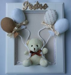 Maternity door in white lacquered frame to decorate the Maternity and also your baby's room. Balloons are made of fabric and felt with satin ribbons on the bows. The colors you prefer to match the baby room decor. Baby Picture Frames, Baby Frame, Baby Bedroom, Baby Room Decor, Baby Crafts, Diy And Crafts, Baby Shawer, Baby Sewing Projects, Frame Crafts