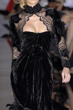 Elie Saab at Couture Fall 2006 - Details Runway Photos Style Haute Couture, Couture Fashion, Runway Fashion, Couture Details, Dark Fashion, Gothic Fashion, High Fashion, Edwardian Fashion, Steampunk Fashion
