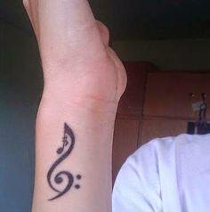 Idée sympa de tatouage musique sur le poignet https://tattoo.egrafla.fr/2016/02/08/modele-tatouage-note-musique/