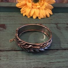 memorial sale Vintage Hinged Bracelet Gorgeous Vintage Hinged Bracelet with Safety Chain in good condition. Thanks for looking. ❤️❤️❤️ Vintage Jewelry Bracelets