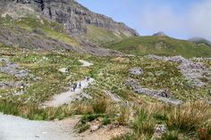Travel Guide to the Isle of Skye Scotland - Things to do in Skye Island Scotland (on and off the beaten track) + photos + Tips + Isle of Skye Map Isle Of Skye Map, Island Of Skye, Stuff To Do, Things To Do, Scotland History, Skye Scotland, Travel Guide, Photos, Walks