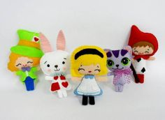 Wonderland é a nova coleção de lembrancinhas da Haikai. Totalmente inspirada nos personagens de Alice no País das Maravilhas, leva para a sua comemoração a magia desta clássica e atemporal história com muita fofurice. =)  Preço unitário. Pedido mínimo de 5 unidades de cada personagem. R$ 7,30