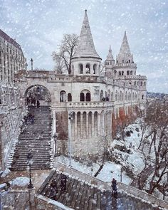 Credit by Instagram >>> ©geminatrix Visit Budapest, Budapest Hungary, New Palace, Buda Castle, Beautiful Places To Travel, Beautiful Buildings, Barcelona Cathedral, Wander, Scenery