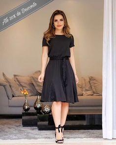 Guia completo do Vestido Midi! Modest Dresses, Modest Outfits, Simple Dresses, Modest Fashion, Cute Dresses, Beautiful Dresses, Casual Dresses, Girl Fashion, Fashion Dresses