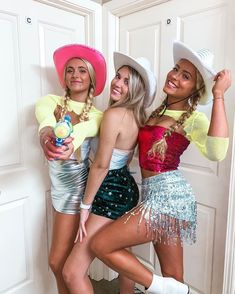 Cute Halloween Costumes For Teens, Cowgirl Halloween Costume, Best Friend Halloween Costumes, Trendy Halloween, Sorority Halloween Costumes, Homemade Couples Costumes, Homemade Mermaid Costumes, Alien Halloween, Deer Costume