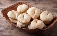 Северные калачи в берестяной хлебнице Muffin, Bread, Cookies, Breakfast, Desserts, Food, Popular, Crack Crackers, Morning Coffee