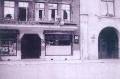 Vanaf juli 1941 werd ook in Zwolle de Joodse bevolking de toegang tot openbare gelegenheden als bioscopen, cafés, zwembaden en parken ontzegd. Op deze foto is op het raam van IJssalon Gino aan de Oude Vismarkt het bord met de tekst 'Voor Joden verboden' te zien.