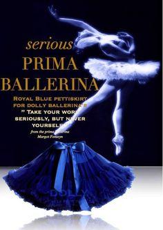 Sukně Dolly Petti Prima Ballerina Nádherná dolly sukně navržená primabalerínou Margot Forteyn, návrhářkou Dolly Collection. Ta nejjemnější petti sukně z hebkého nylonu, kterou si prostě musíte zamilovat. Bohatý objem a nařasení z vás udělá dokonalou dámu, saténový pas se stuhou se přizpůsobí díky regulační gumě. Doporučujeme kombinovat s jednoduchým, hladkým topem, tričkem, krátkým sáčkem, džínovou či koženou bundičkou, jako botky můžete zvolit boty na podpatku, kozačky či tenisky - fantazii…