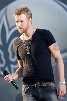 I think he's HOT! Charles Kelley of Lady A You are in the right place about Concert Outfit aesthetic Here we offer you the most beautiful pictures about the Concert Outfit ideas you are lookin Country Music Stars, Country Music Singers, Country Artists, Gorgeous Men, Beautiful People, Beautiful Pictures, Charles Kelley, Country Men, Country Strong