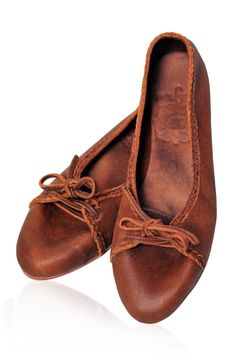 Sasha - Super comfy handmade leather flats in vintage brown color. These vintage style loafer are perfect for everyday wear. Wear these handmade shoes with your favorite skirt, jeans or dress.