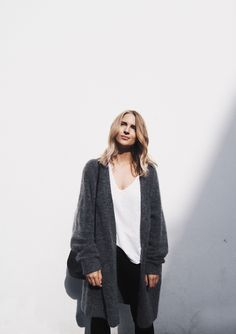 We've gathered our favorite ideas for Long Cardigan Outfits An Autumn Fashion Trend Just, Explore our list of popular images of Long Cardigan Outfits An Autumn Fashion Trend Just. Cardigan Outfits, Long Cardigan, Oversized Cardigan, White Cardigan, Cute Fall Outfits, Minimal Fashion, Mode Inspiration, Fashion Killa, Fashion Outfits