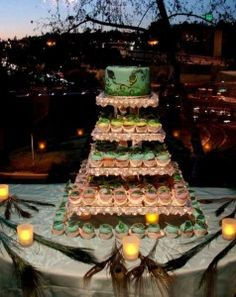 This is pretty for a wedding Peacock Foods, Peacock Theme, Peacock Wedding, Peacock Design, Peacock Cupcakes, White Peacock, Food Decoration, Decorations, Wedding Cupcakes
