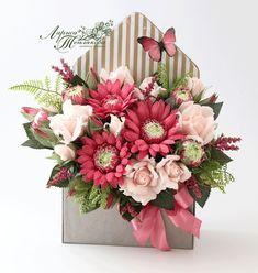 Букеты из конфет в НОВОСИБИРСКЕ Flower Box Gift, Flower Boxes, Flower Cards, Beautiful Flower Arrangements, Floral Arrangements, Bouquet Box, Flower Company, Crepe Paper Flowers, Fancy Fold Cards
