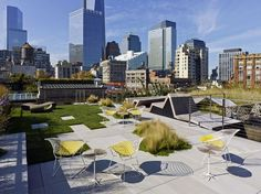 Urban Garden Design - So, what exactly does one do with a barren industrial landscape atop one of Tribeca's landmarked buildings? HMWhite Architects were faced with this predicament when they were enlisted to transform. Garden Oasis, Terrace Garden, Garden Mall, Diy Pergola, Pergola Ideas, Atrium, Penthouse Garden, Rooftop Terrace Design, Rooftop Gardens