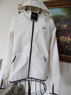 BNWT NIKE WOMENS STORM FIT HOODED WITH THUMHOLE L~NIKE HOODED WITH FLEECE L~$135 #NIKESTORMFITHOODEDWITHTHUMBHOLE #642636STORMFITHOODEDWITHTHUMBHOLE
