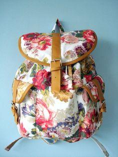 Mochila 2 Bolsos Floral Primavera - O Guarda Roupa de Fifi