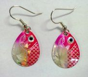 These earrings are so cute, they are pink fish, sparkle in the sunlight, they… Making Jewelry For Beginners, Jewelry Making, Pink Fish, Fish Crafts, Nautical Jewelry, Michael Kors Jewelry, Engraved Jewelry, Recycled Crafts, Selling Jewelry