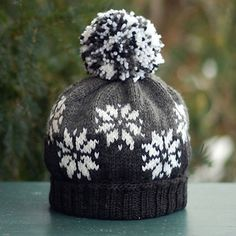 Snow It All hat pattern with method to handle long float. By Mary Annarella (Lyrical Knits) on Ravelry Fair Isle Knitting Patterns, Knitting Designs, Knit Patterns, Knitting Projects, Loom Knitting, Baby Knitting, Tejido Fair Isle, Knit Or Crochet, Crochet Hats