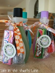 Party Favor Ideas If you're hosting an all-girl pampering party, they'll appreciate some beauty to go. From cute hair accessories and flavored lip balm, to a DIY manicure set (as shown), princess party goers will enjoy the glam gift.
