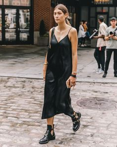 A Weekend Outfit That's Equally Stylish and Comfortable (Le Fashion) Slip Dress Outfit, Black Slip Dress, Dress Boots, Slip Dresses, Ankle Boots With Dresses, Silk Dress, Fashion Week, Look Fashion, Fashion Outfits