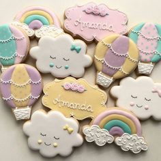 Para o chá da Amanda! Baby Girl Cookies, Baby Shower Cookies, Rainbow First Birthday, 1st Birthday Parties, Hot Air Balloon Cookies, Balloon Birthday Themes, Cloud Party, Iced Sugar Cookies, Cute Cookies