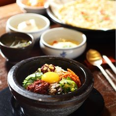 Traditional Jeonju Bibimbap at (gogung.co.kr)
