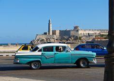 Voiture sur le Malecon à La Havane